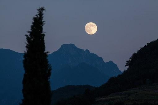 moon-182145__340