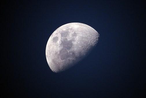moon-1527501__340