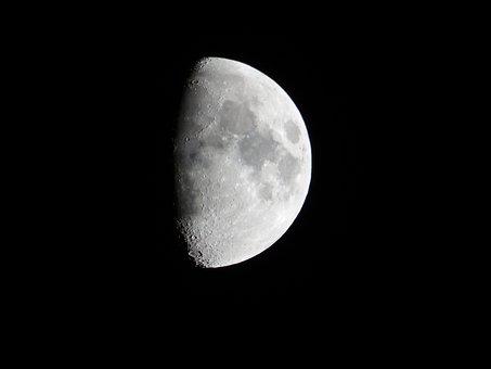 luna-1819642__340
