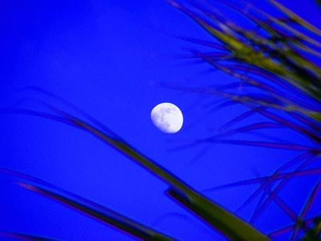 moon-191676__340